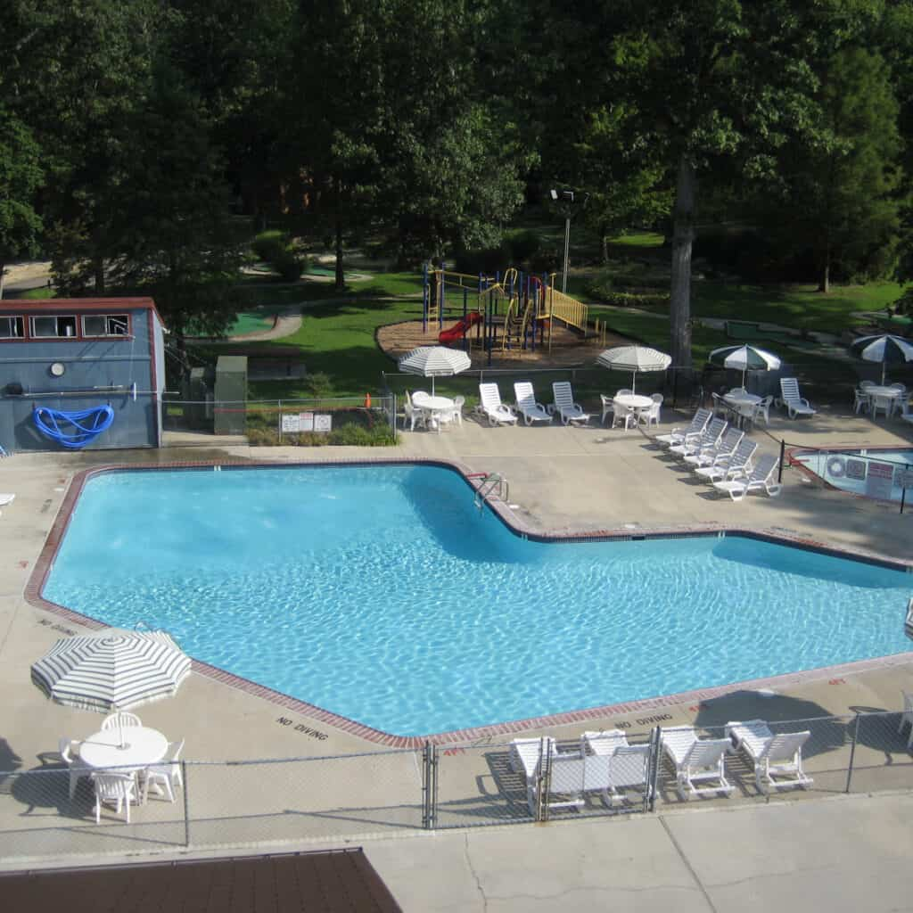 The pool at Williamsburg RV & Camping Resort