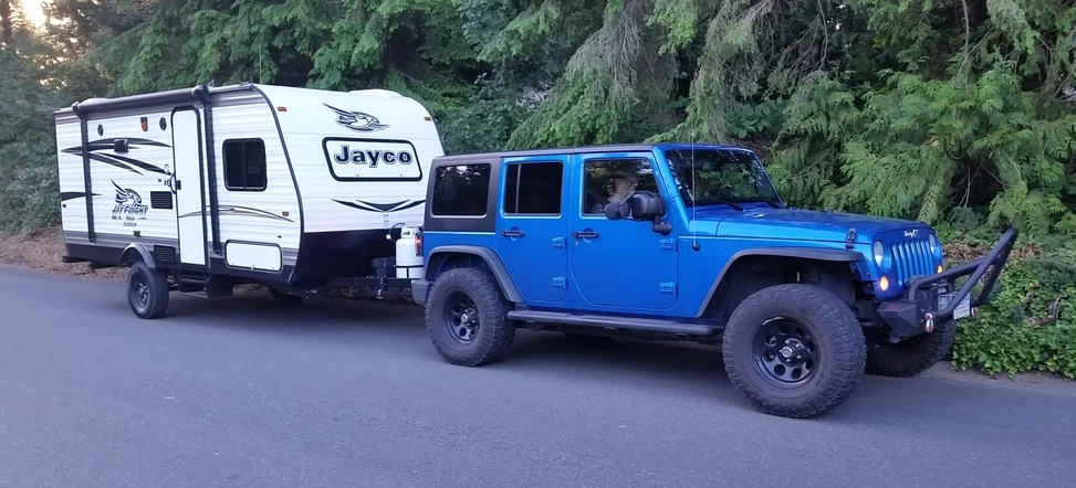 Jeep Wrangler pulling an RV