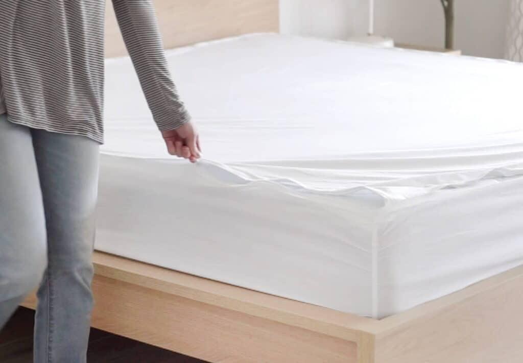 woman zipping quickzip RV sheets